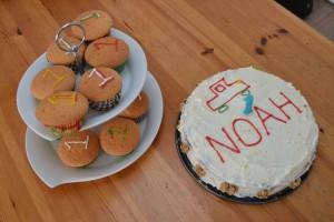 verjaardagstaart en muffins 1 jaar