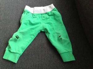 kapot gekropen joggingbroek baby dreumes