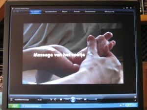 Massagefilmpje video baby voetje masseren
