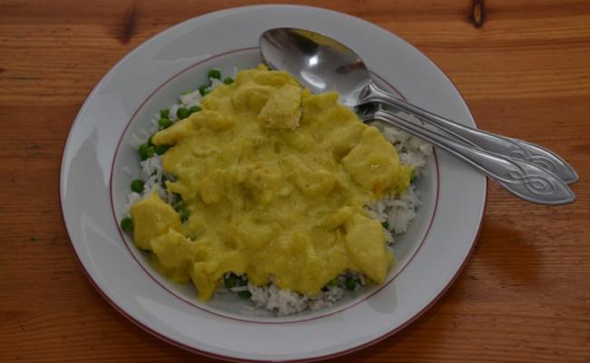 kip kerrie rijst met doperwten