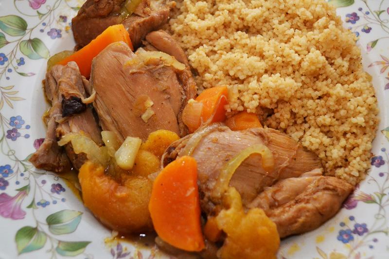Tajine Marokkaanse kipstoof abrikozen pruimen tuti frutti ras el hanout couscous stoofpot