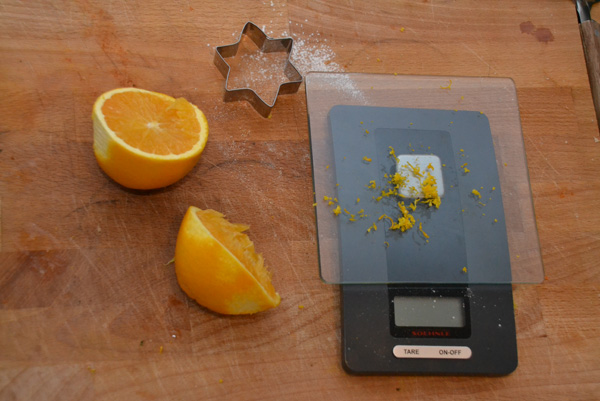 geraspte sinaasappelschil