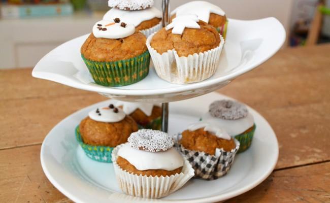 kerstcupcakes versierd met fondant wit