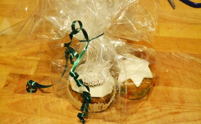 Ingepakte kerstcakejes