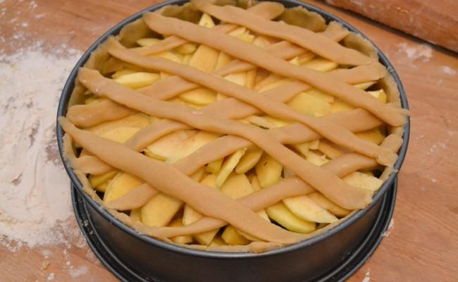 appeltaart met abrikozenjam en spijs ruitjes raamwerk