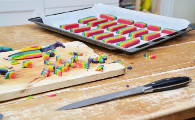 regenboogkoekjes snijden