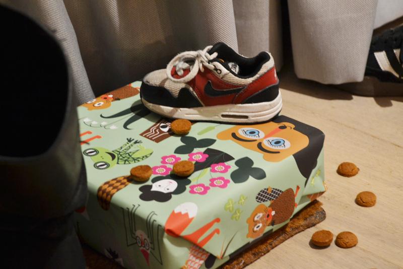 schoen zetten cadeau pepernoten