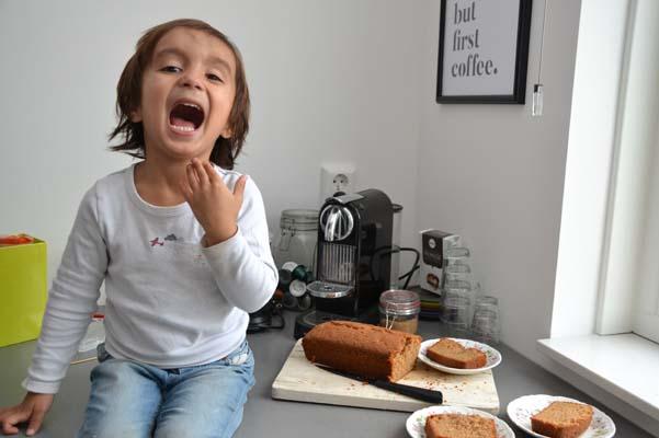 blij cake kruidcake eten