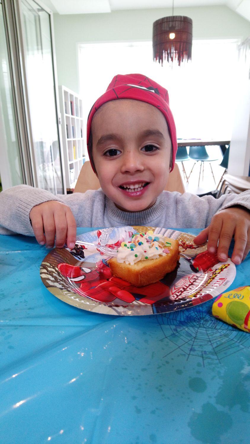 Spiderman kinderfeest cake versieren muts