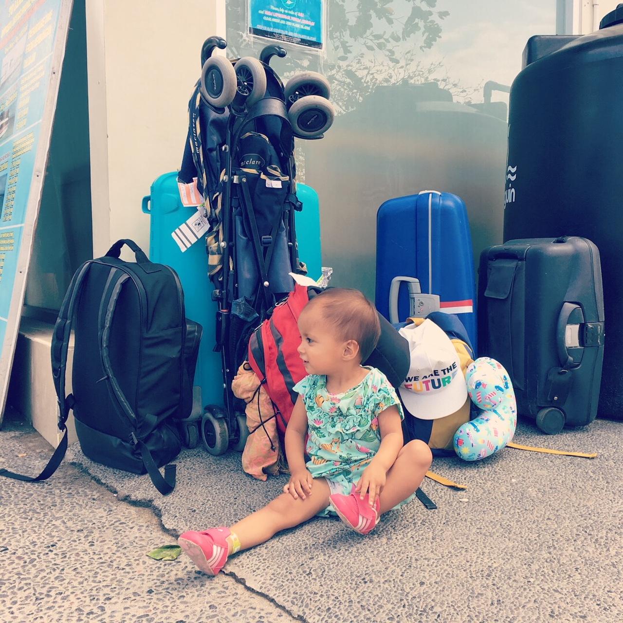 Bali kinderen reizen koffers backpack trip Sanur Ubud