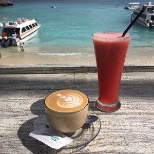 koffie uitzicht Mushroom Bay beach strand